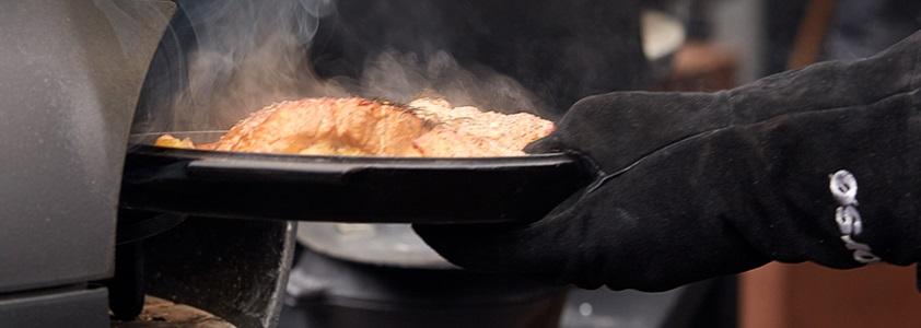 Grillhandske, forklæde og meget mere udstyr til grill på 10-4.dk