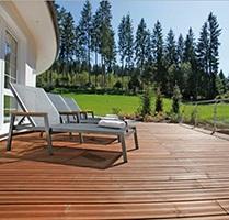 Terrasse af eksotiske træsorter